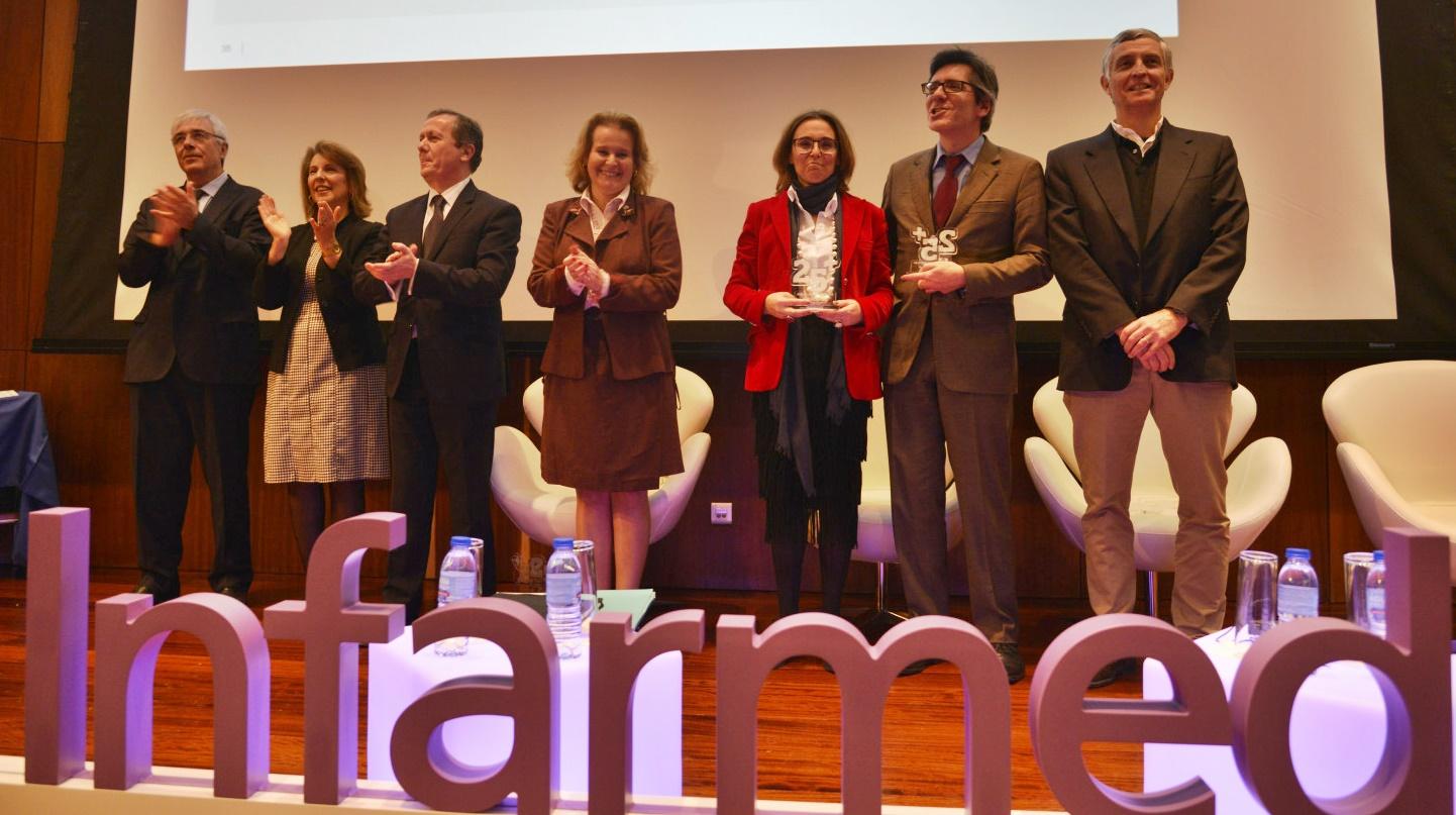 Carla Gonçalo recebe o prémio Infarmed 25